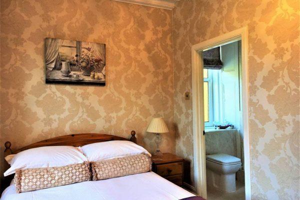 Super comfortable double bedroom with en-suite shower room